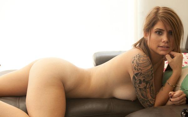 cute-hailey-leigh-naked